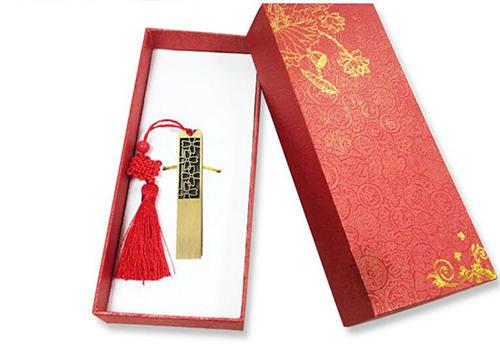 礼品采购商在年终商务送礼时选择定制u盘做为企业礼品有什么优点