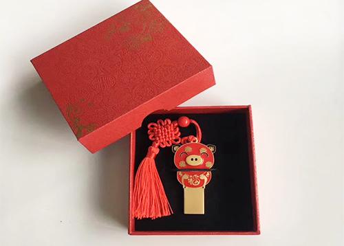【u盘厂家】2019生肖猪年送什么礼品给客户好呢?
